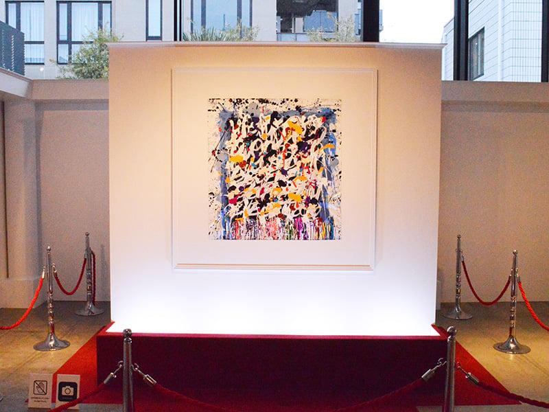 たった1枚の絵だけが展示された美術館 One Museum に行ってきた 音楽を聴きながらone Ok Rockの新作アルバムジャケット原画を鑑賞する斬新な展示 ガジェット通信 Getnews